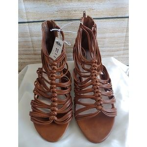 NWT Mossimo Panya Brown Strappy Sandals Size 11